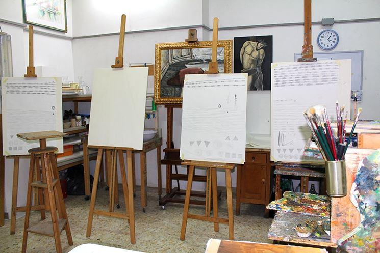 Cavalletti per pittori di varie dimensioni