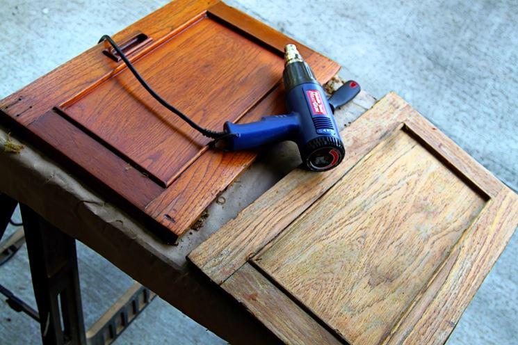sverniciatura legno con pistola