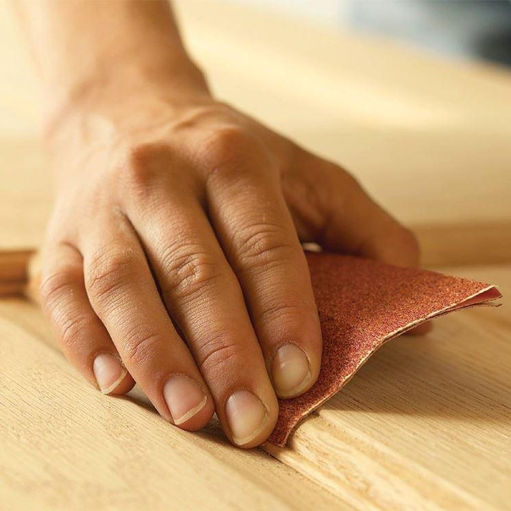 Scartavetrare il legno