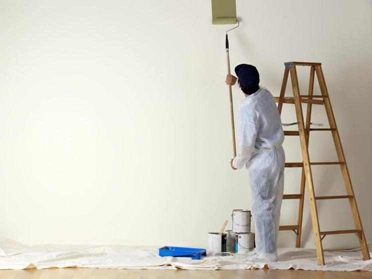 Applicazione pittura con rullo