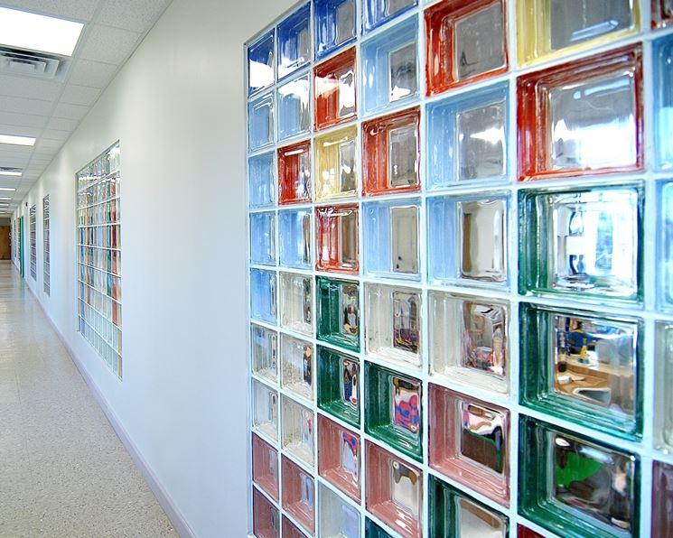mattoni di vetro colorati