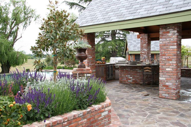 mattoni per le fioriere in giardino
