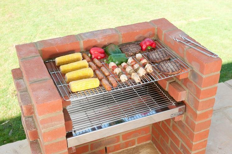 Attrezzare il giardino in fai da te con mattoni for Barbecue in muratura fai da te