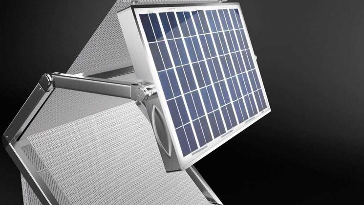 lettino prendisole con pannelli solari