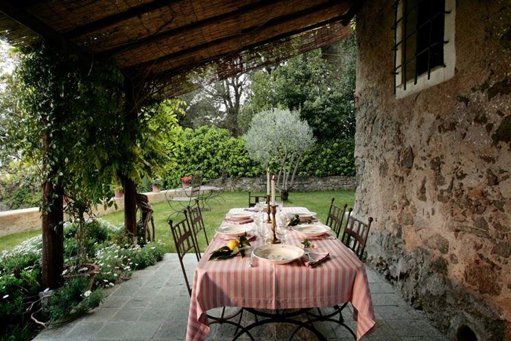 Pergola in terrazza per un living esterno - Arredamento Giardino ...