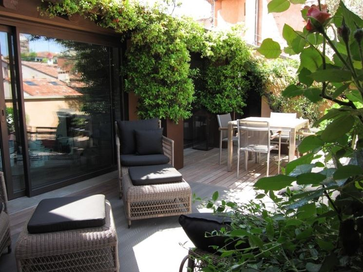 Progettare arredo terrazzo arredamento giardino idee for Mobili per il terrazzo
