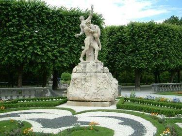 statue da giardino moderno