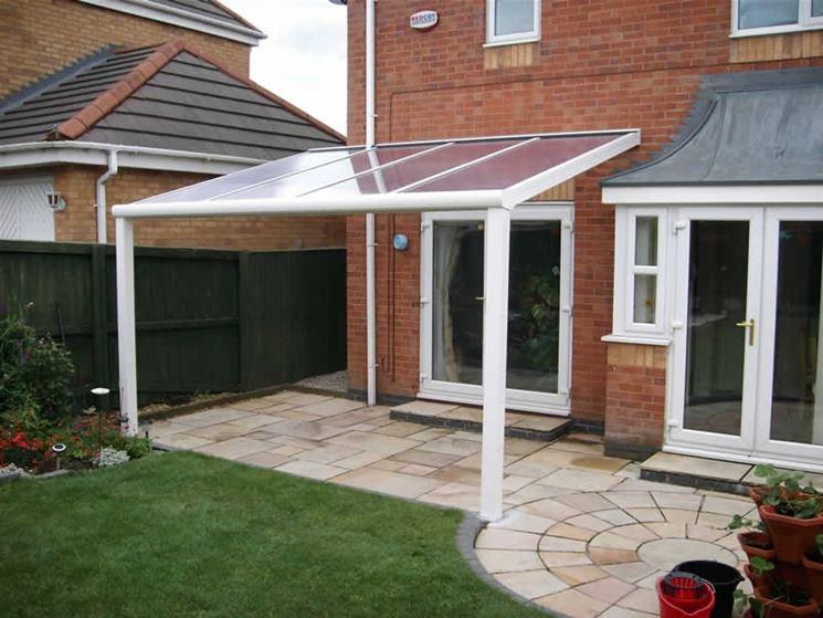 tettoia in plexiglass arredamento giardino caratteristiche delle tettoie plexiglass. Black Bedroom Furniture Sets. Home Design Ideas