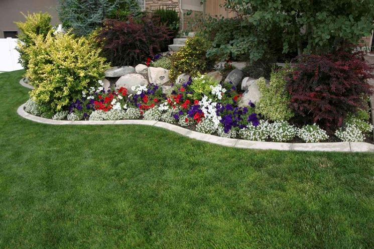 Arredare un piccolo giardino fai da te for Bordure per aiuole fai da te