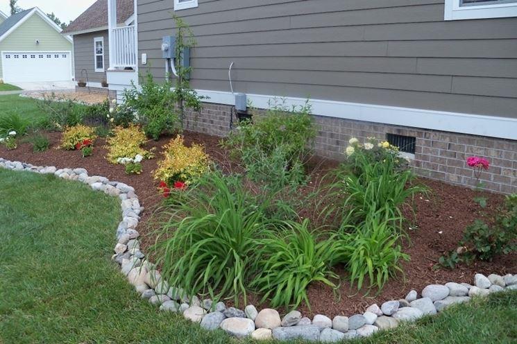 Bordure per aiuole giardinaggio come realizzare le for Bordi per aiuole fai da te