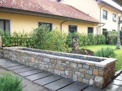 Fioriera in muratura giardinaggio for Divisori con fioriere