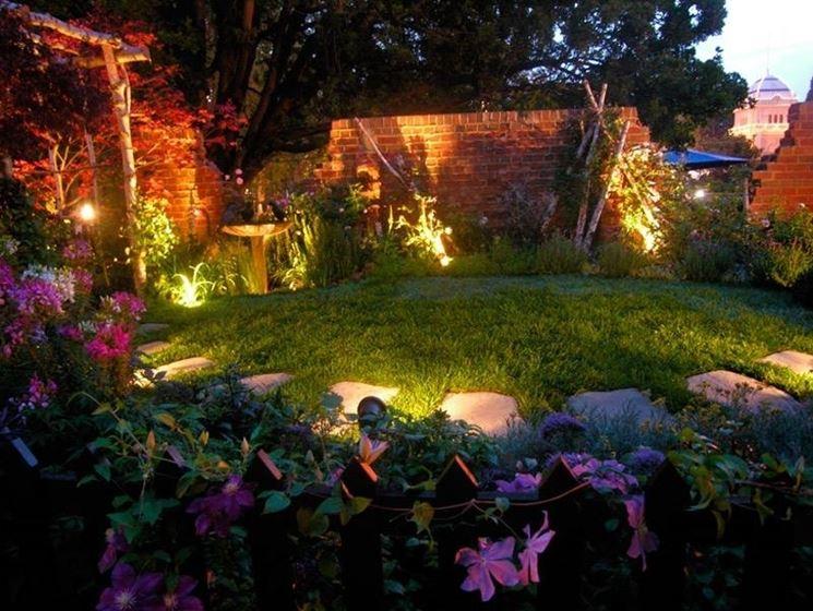 Illuminazione Da Parco : Mettere le luci in giardino illuminazione giardino scegliere