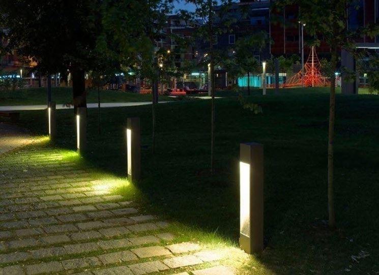 Mettere le luci in giardino illuminazione giardino - Lampioni giardino ...