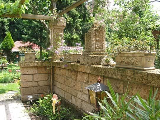 blocchi di tufo materiali per il giardino