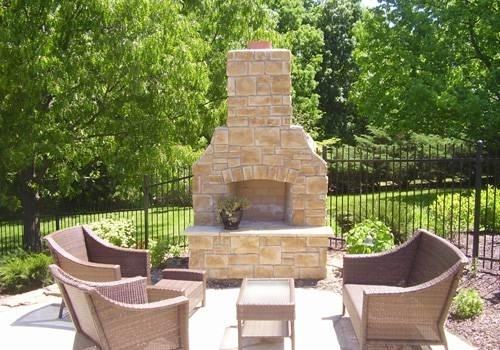 Caminetti da giardino materiali per il giardino for Piani di casa con campo sportivo al coperto