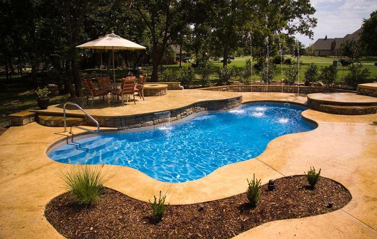 piscina vetroresina monoblocco