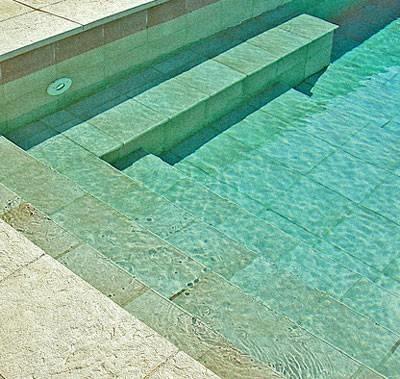 Rivestimento per piscine piscina fai da te for Piastrelle per interno piscina