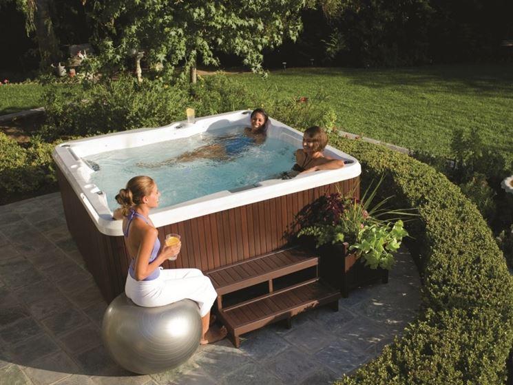 Vasche idromassaggio da esterno piscina fai da te caratteristiche delle vasche idromassaggio - Vasca idro da esterno ...