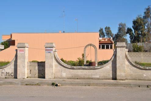 Recinzione confine codice civile elegant distanza da un for Recinzioni in muratura per ville