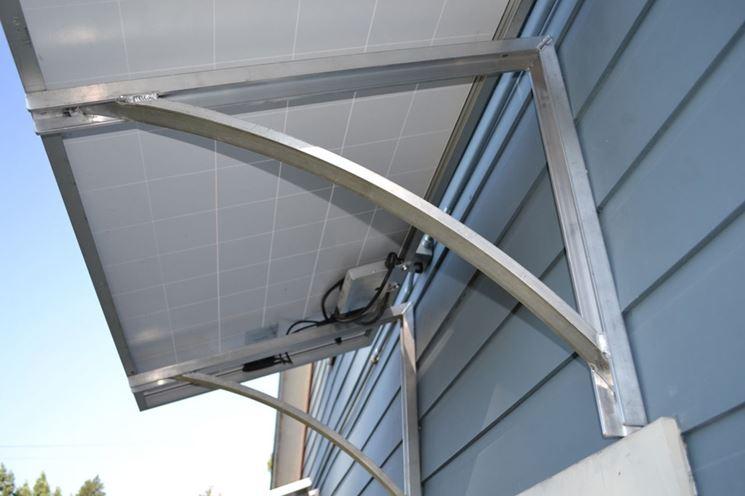 Esempio di tettoia in plexiglass