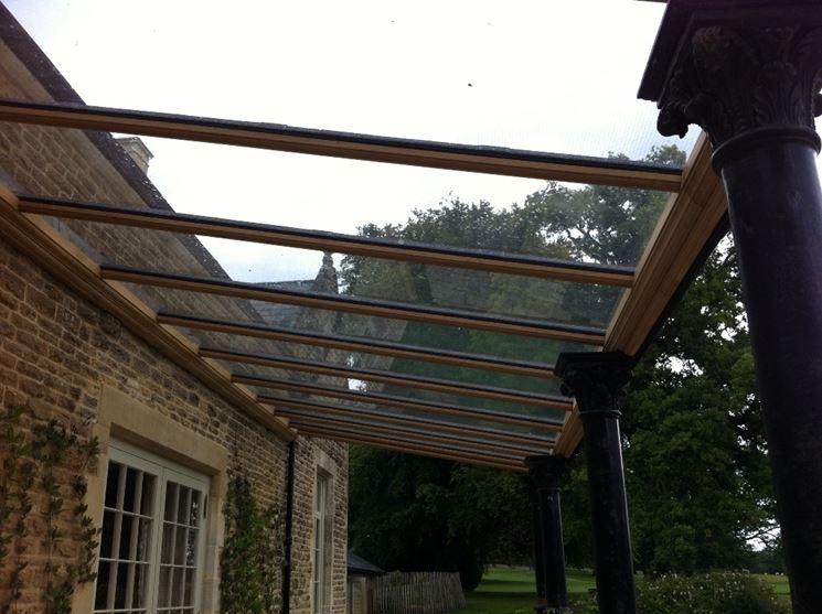 esempio di tettoia in legno