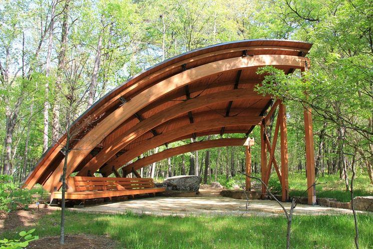 Tettoia in legno dal design ricercato