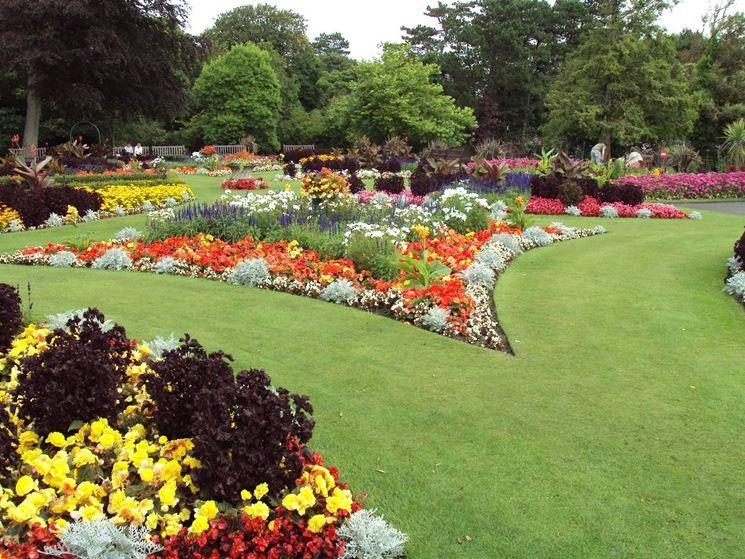 Aiuole giardino tipi di giardini for Bordura giardino