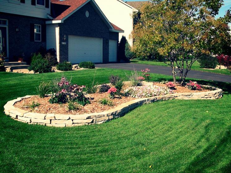decorare il giardino con le aiuole