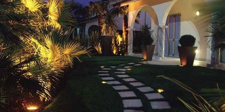 Illuminazione da giardino illuminazione for Luci da giardino