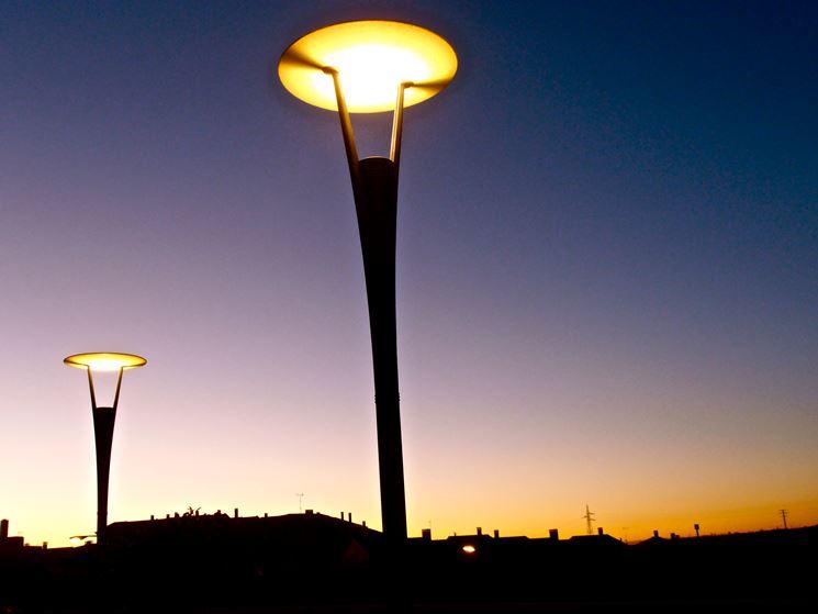 Lampade crepuscolari accese