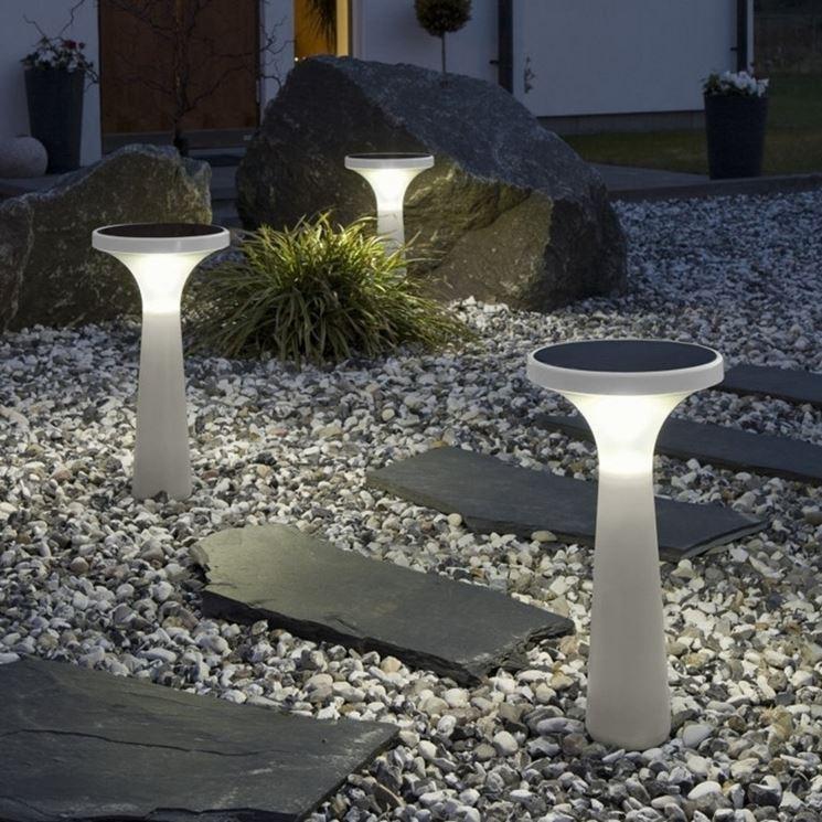Lampade fotovoltaiche da giardino illuminazione - Lampade da esterno solari ...