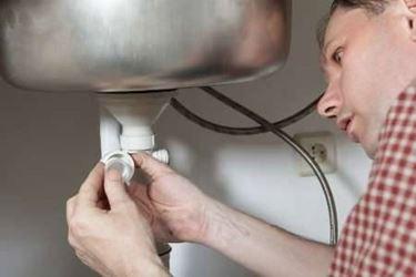 collegare lavabo a impianto idrico
