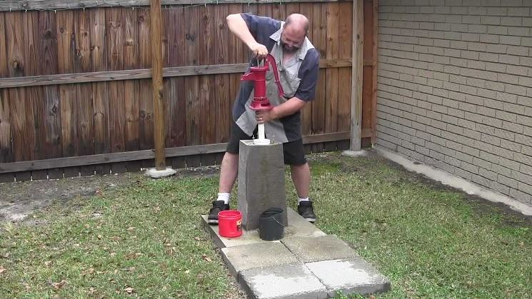Pompa ad immersione in giardino