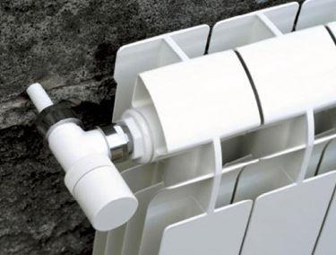 I radiatori in alluminio sono i più facili da applicare a muro