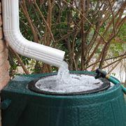 acqua piovana nel serbatoio di raccolta