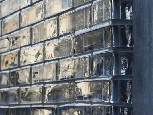 Mattoni realizzati in vetrocemento materiali per edilizia