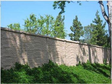 muro di cinta con pietre