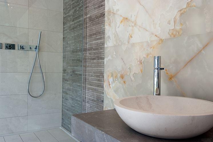 Rivestimenti in marmo materiali per edilizia il marmo come rivestimento - Carta adesiva rivestimento mobili ...