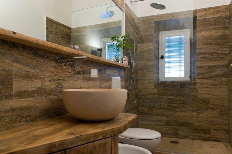 Rivestimenti in marmo materiali per edilizia il marmo come rivestimento - Rivestimento bagno rustico ...