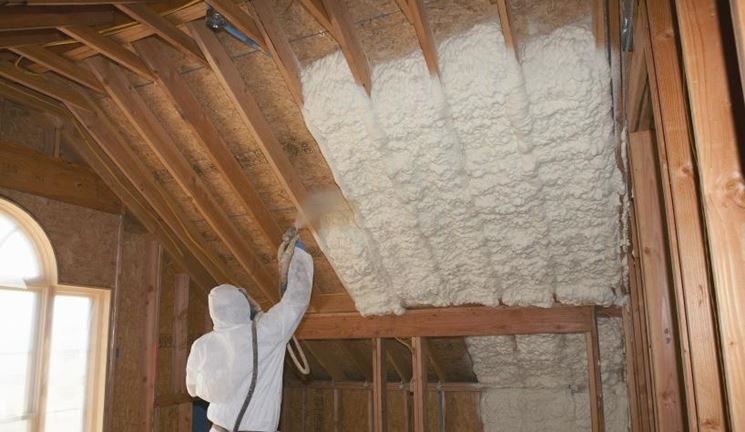 Schiuma poliuretanica sul tetto