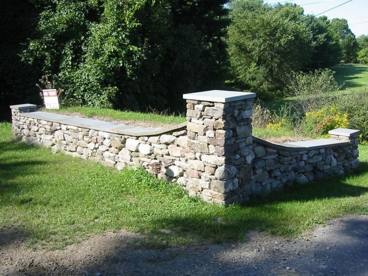 Costruire un muro in pietra muratura come costruire un - Muretti in pietra giardino ...