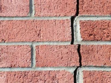 crepa di un muro esterno