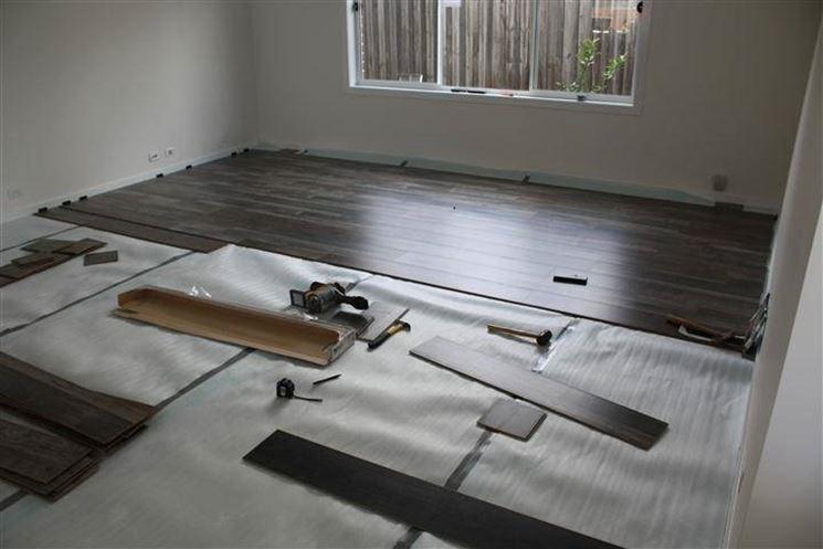 la posa del parquet flottante parquet. Black Bedroom Furniture Sets. Home Design Ideas