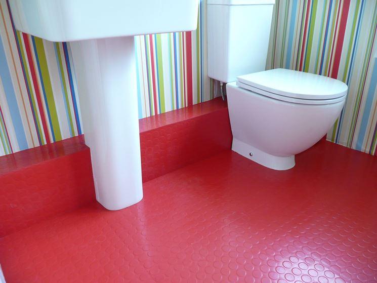 Pavimento in gomma presso una toilette