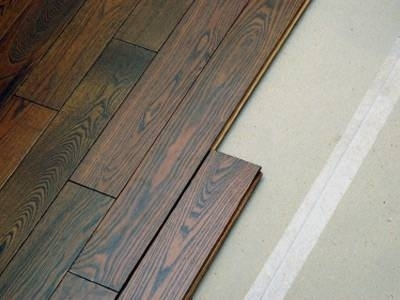 Montaggio pavimento laminato pavimentazioni for Finto parquet laminato