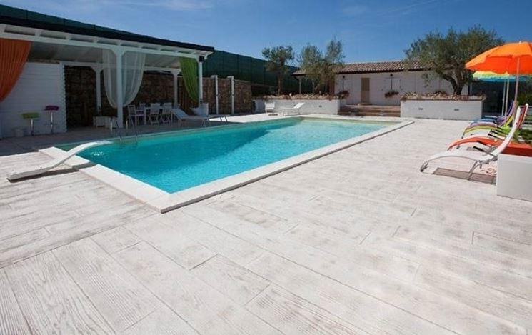 Come si pavimenta una piscina