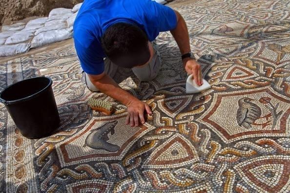 Pavimento a mosaico pavimentazioni for Pavimento con mosaico