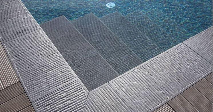 Come sono i pavimenti per piscine