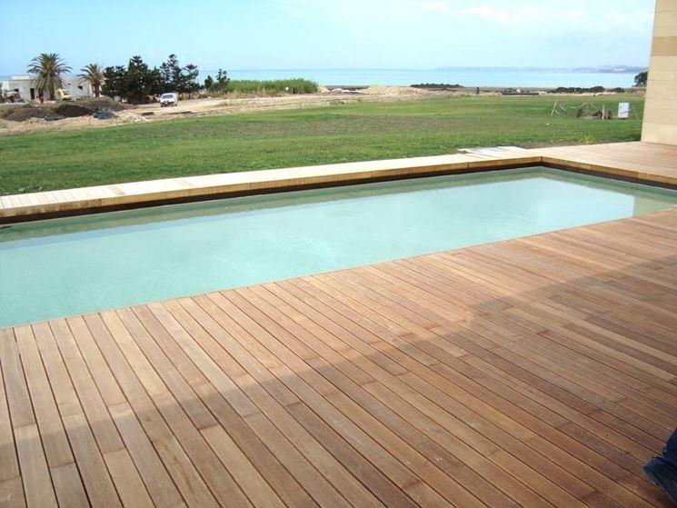 Consigli pratici di manutenzione per i pavimenti per piscine