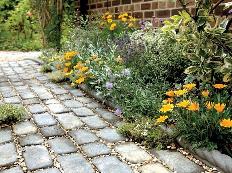 pavimentazione in pietra e sassi
